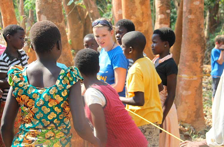 Teambuilding games with Malawi Children